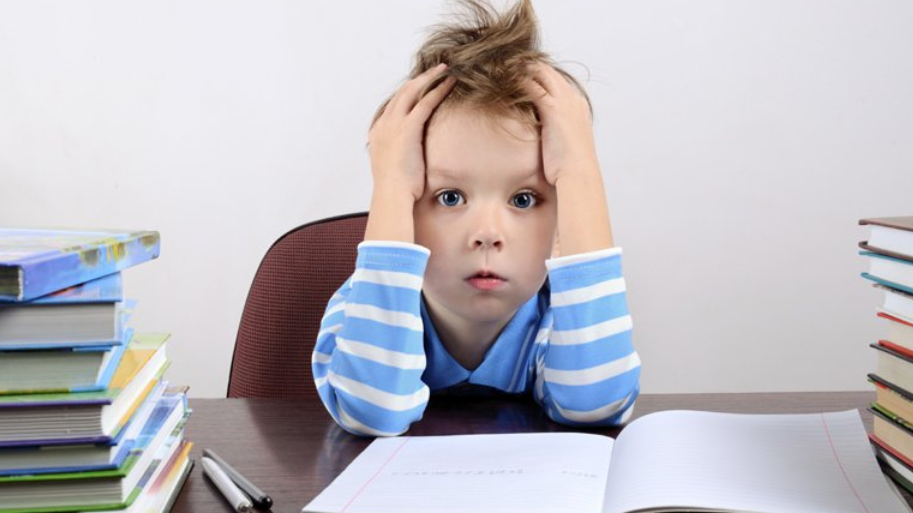 différence entre étudier et faire ses devoirs